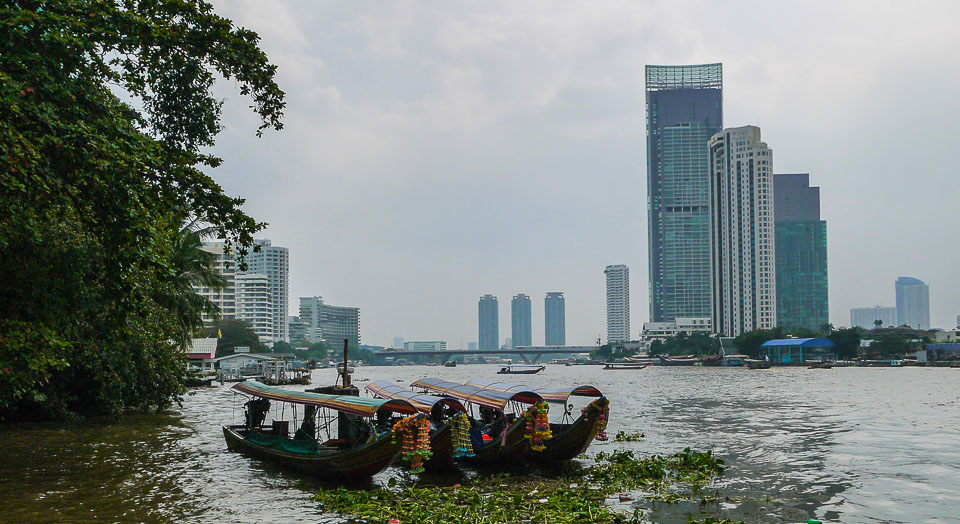На лодке по реке Чаупхрая в Бангкоке