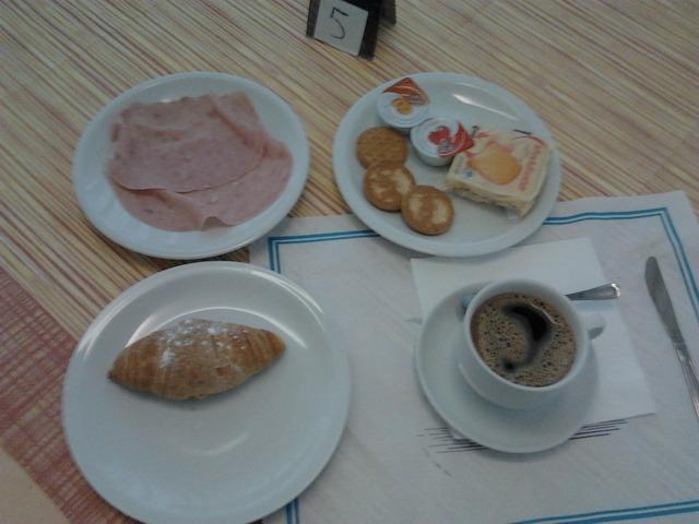 Отель Саньтьяго 3*. Континентальный завтрак