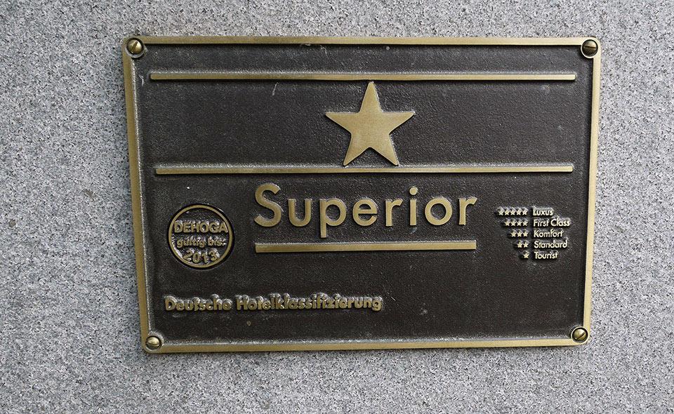 Табличка: отель 1 звезда плюс