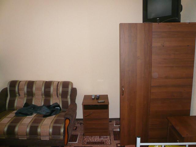 Красная поляна. Отель Ветлуга. Тумбочка и ТВ