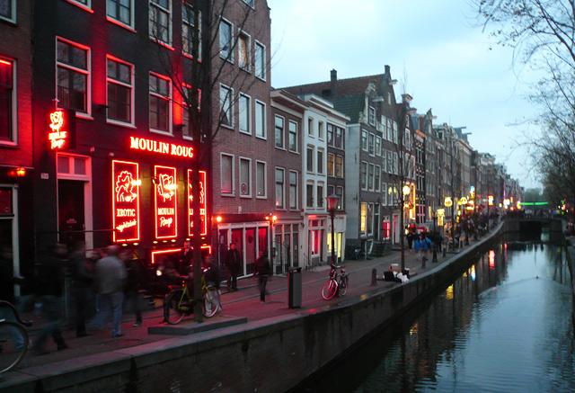 Амстердам. Улица крассных фонарей. Мулен Руж