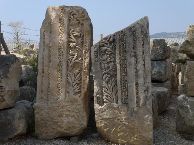 Некрополь и античный театр в Мире