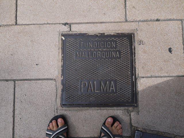 Канализационный люк в городе Пальма де Майорка