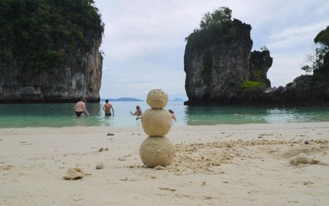 Песковик = снеговик из песка)