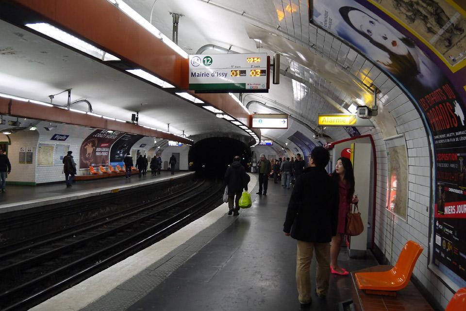 Метро в Париже. На платформе