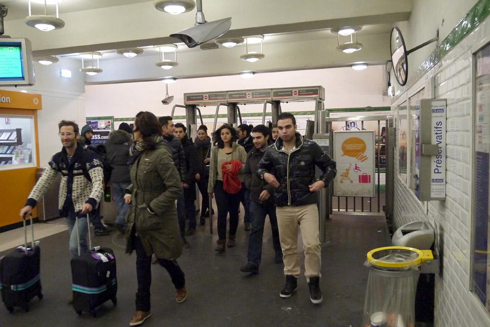 Метро в Париже. Выход из метро