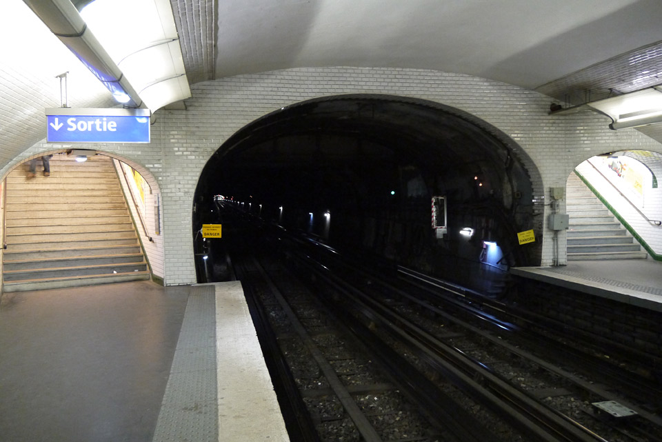 Метро в Париже. Туннель