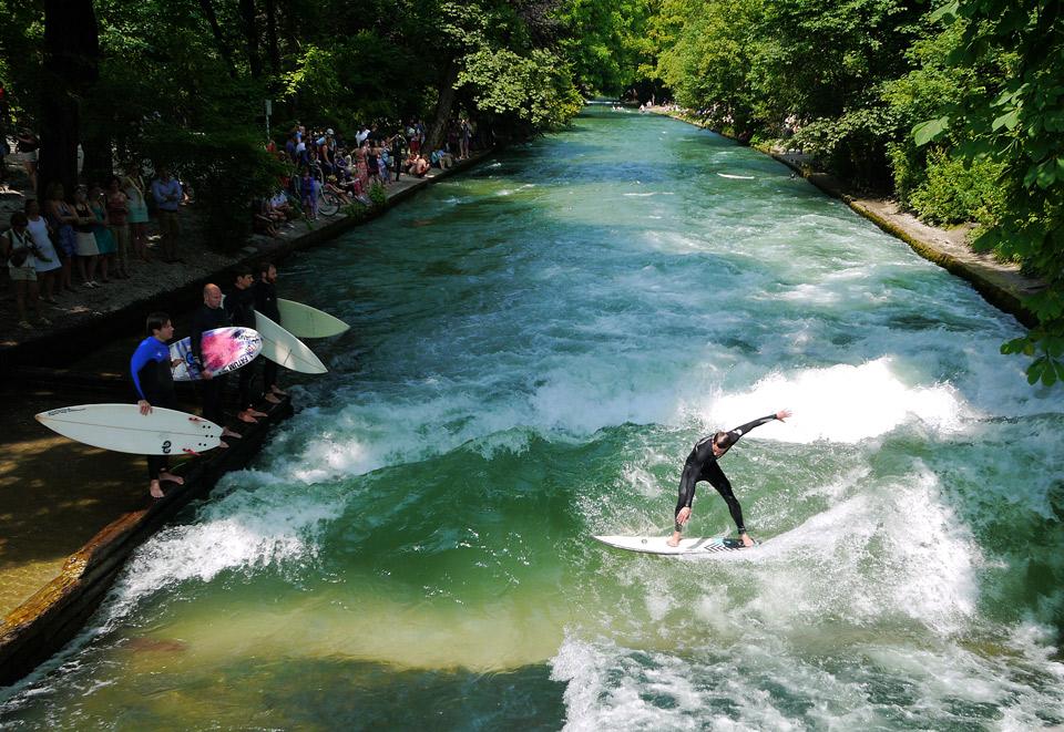Серфинг в центре Мюнхена