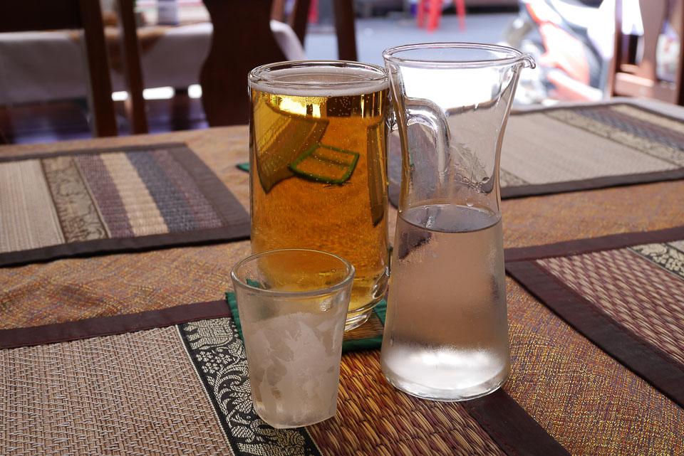 Подача напитков в ресторане Тропикоза