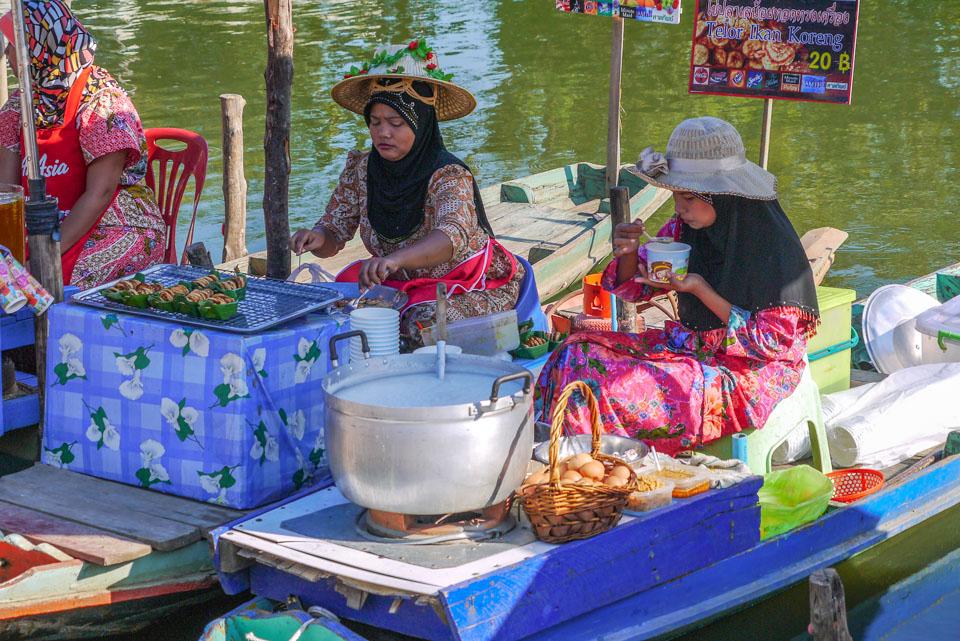 Рынок на воде в Хатъяе