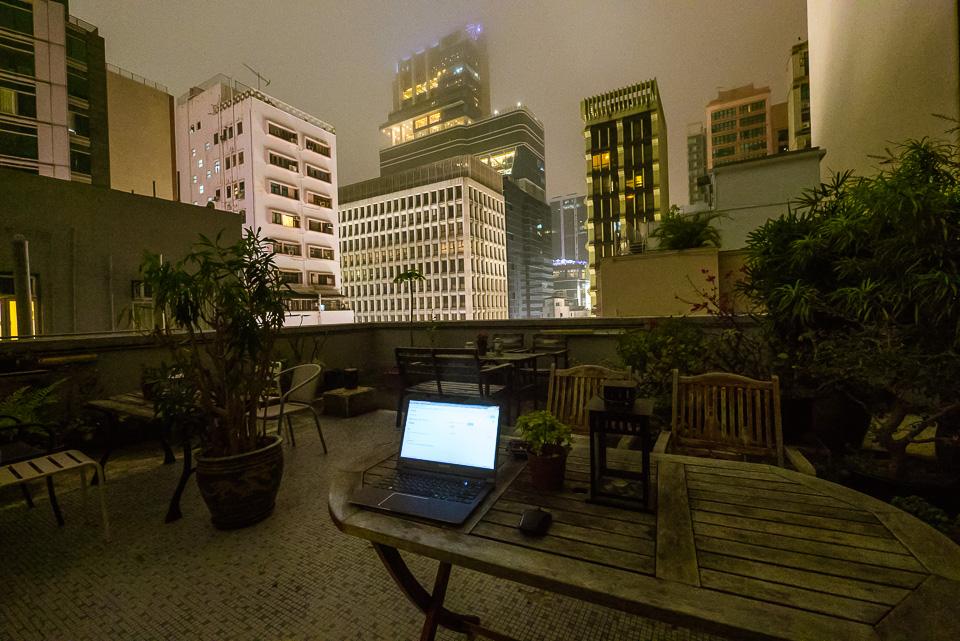 Где-то среди крыш Гонконга