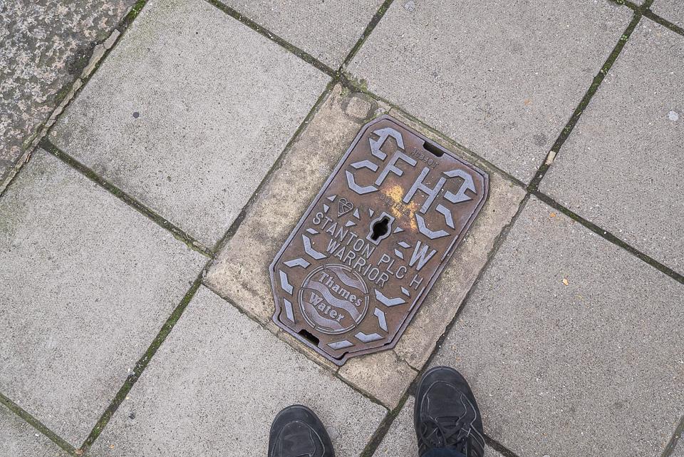 Люки, таблички в Лондоне