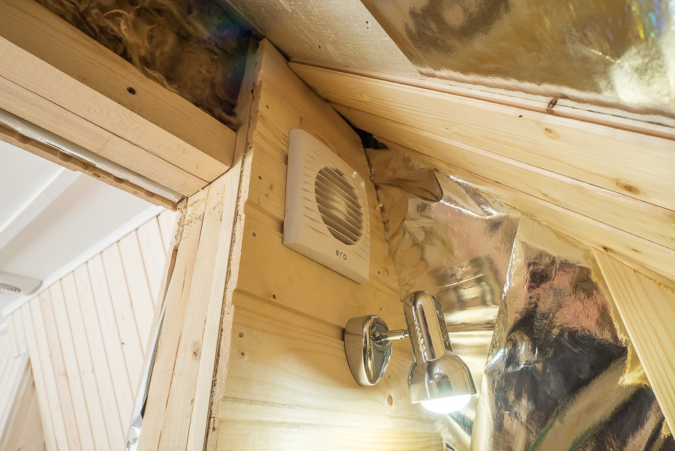 Туалет на втором этаже на даче