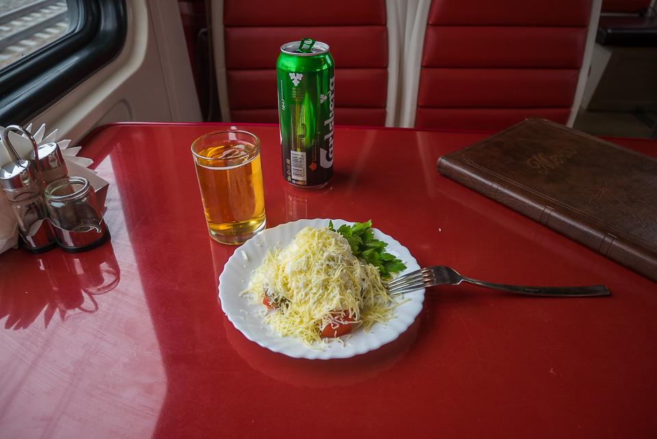 Вагон-ресторан в поезде 119/120