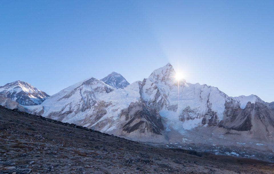 Вид на Эверест со склона Кала-Паттар