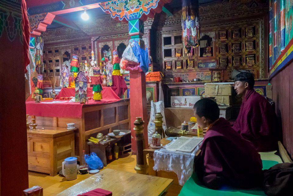 Монахи в храме