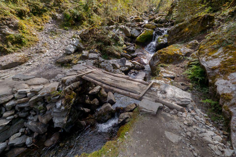 Деревянный мост через реку
