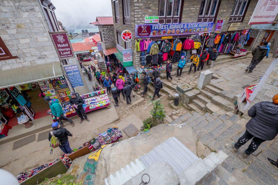 Вид на центральную улицу в Намче-Базар