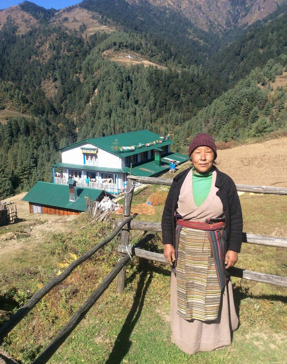 Бабушка недалеко от Паплу