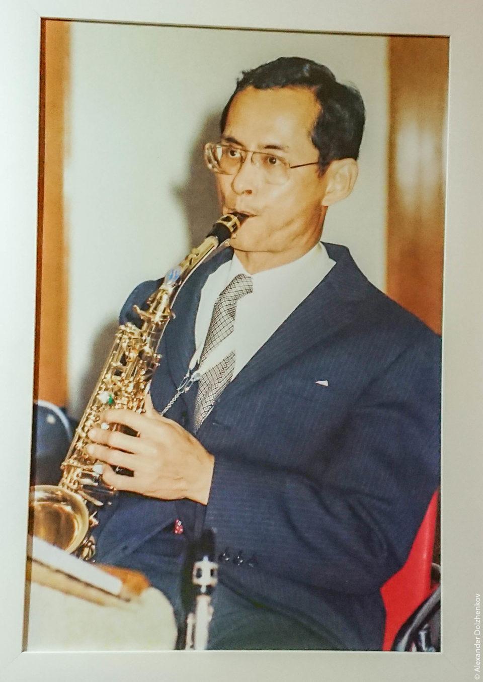 Король Рама 9 музыкант